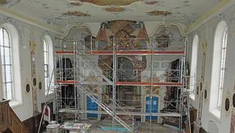 Das Kircheninnere strahlt wieder ganz in Weiss.