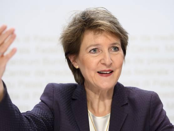 SP-Bundesrätin Simonetta Sommaruga zu Gunsten von Regula Rytz aus der Landesregierung abwählen: dies schwebt SVP-Fraktionschef Thomas Aeschi vor.