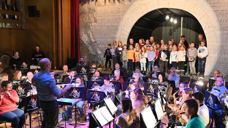 Die letzten Probearbeiten für das musikalische Erzählstück «Dr Passwang-Louis» der Konkordia Mümliswil.