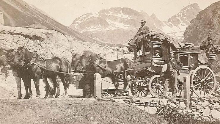 Schon lange, bevor Autos und Züge den Gotthard durchquerten, erklommen Postkutschen den Pass.