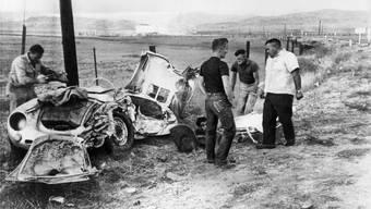 Das war ein nagelneuer Porsche 550 Spyder. James Dean (24) wollte damit in Kalifornien ein Rennen fahren. «Ein paar Kilometer einfahren mehr können nicht schaden», sagte der Mechaniker.ULLSTEIN