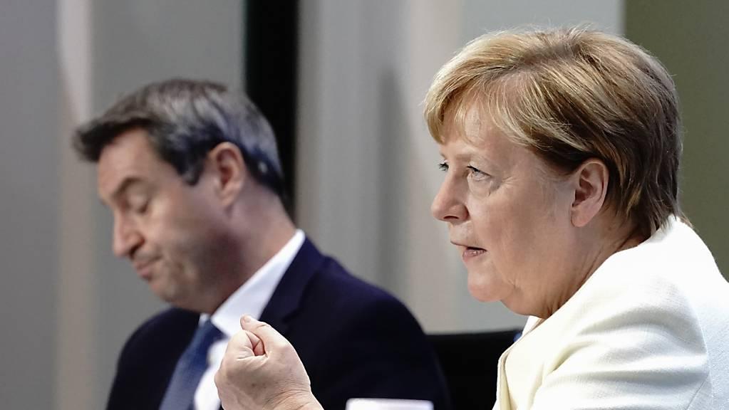 Bundeskanzlerin Angela Merkel (CDU) und Markus Söder (CSU), Ministerpräsident von Bayern und CSU-Vorsitzender.