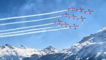 Rund einen Monat nach dem Zwischenfall in St. Moritz prüft Bundesrat Guy Parmelin (SVP), ob man solche Flugshows einschränken kann. (Archivbild)