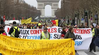 Gelbwesten-Proteste in Frankreich und kein Ende in Sicht: Tausende Menschen versammelten sich am Samstag zum 17. Mal in Folge zu Demonstrationen in Paris (im Bild) und in weiteren Städten.