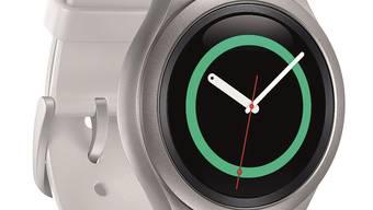 Die Samsung Gear S2 ist smart und gleicht einer herkömmlichen Swatch.