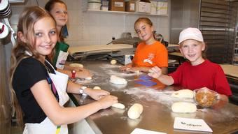 Eines der Angebote: Bäckereibesichtigung inklusive Backen. aw/archiv