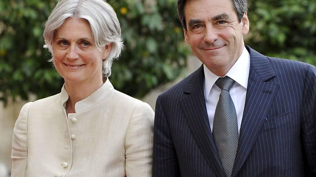 Die französische Justiz will untersuchen, ob die Ehefrau des französischen Präsidentschaftskandidaten François Fillon tatsächlich für Geld gearbeitet hat, das sie vom Staat erhalten hat. (Archiv)