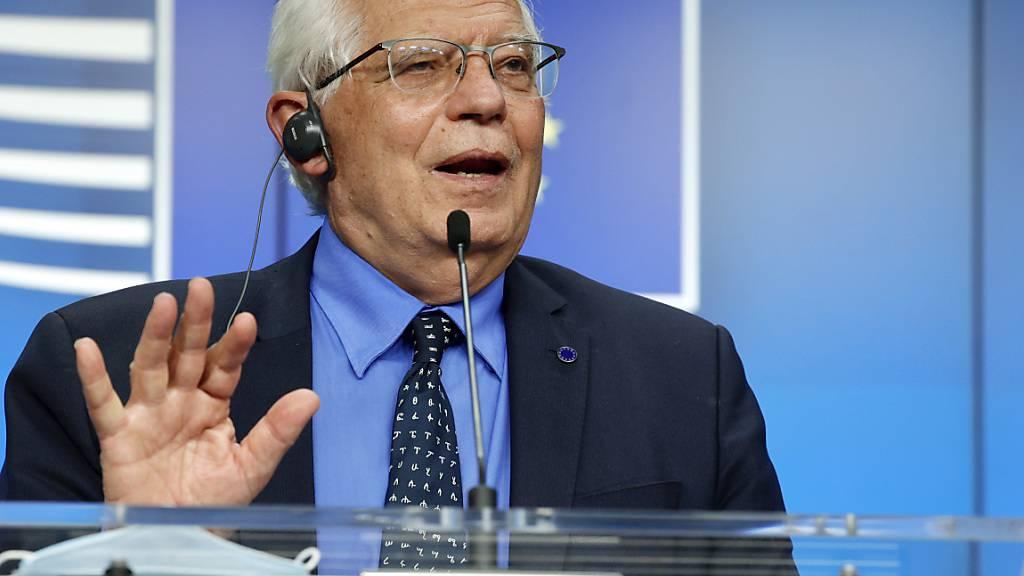 EU-Chefdiplomat Josep Borrell spricht bei einer Pressekonferenz im Gebäude des Europäischen Rates. Foto: Olivier Matthys/Pool AP/AP/dpa