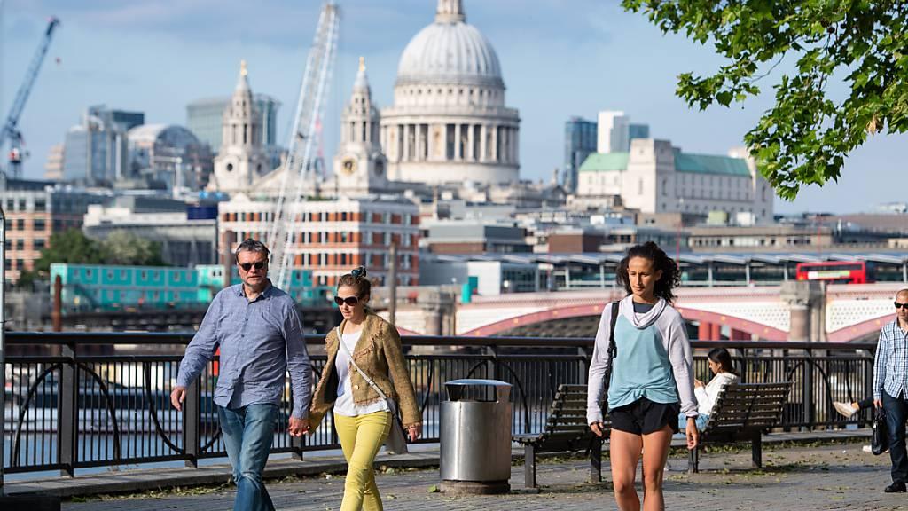 Berichte: London will Corona-Massnahmen wegen Variante verlängern