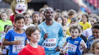 Viele Kinder glücklich gemacht: Mo Farah beim Training im Letzigrund