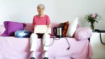 Ob Radio, Toaster oder Wasserkocher: Im Repair Café kann das meiste repariert werden. Das liegt Monika Blum – hier in ihrer Wohnung in Windisch – am Herzen. Mario Heller