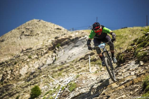 Der 31-jährige Petr Mondrik aus Fischbach-Göslikon fährt nicht einfach über Hindernisse, sondern springt und zeigt Tricks, manchmal sogar während der Rennen. «Es macht einfach Spass», sagt er.