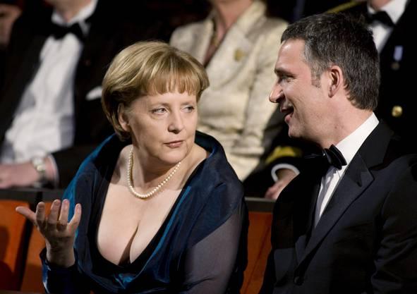 Angela Merkel zeigt sich meistens eher zugeknöpft, 2008 an der Eröffnung der Oper in Oslo geizte sie nicht mit ihren Reizen. Wie viel Dekolleté darf eine Kanzlerin zeigen?