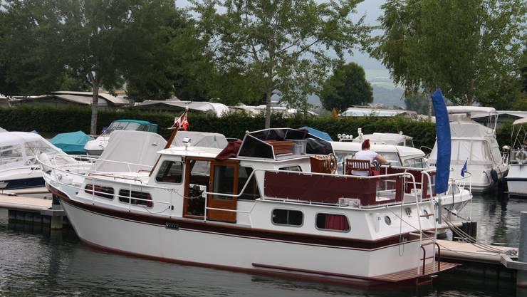 Vorne die Boote, hinten der Campingplatz
