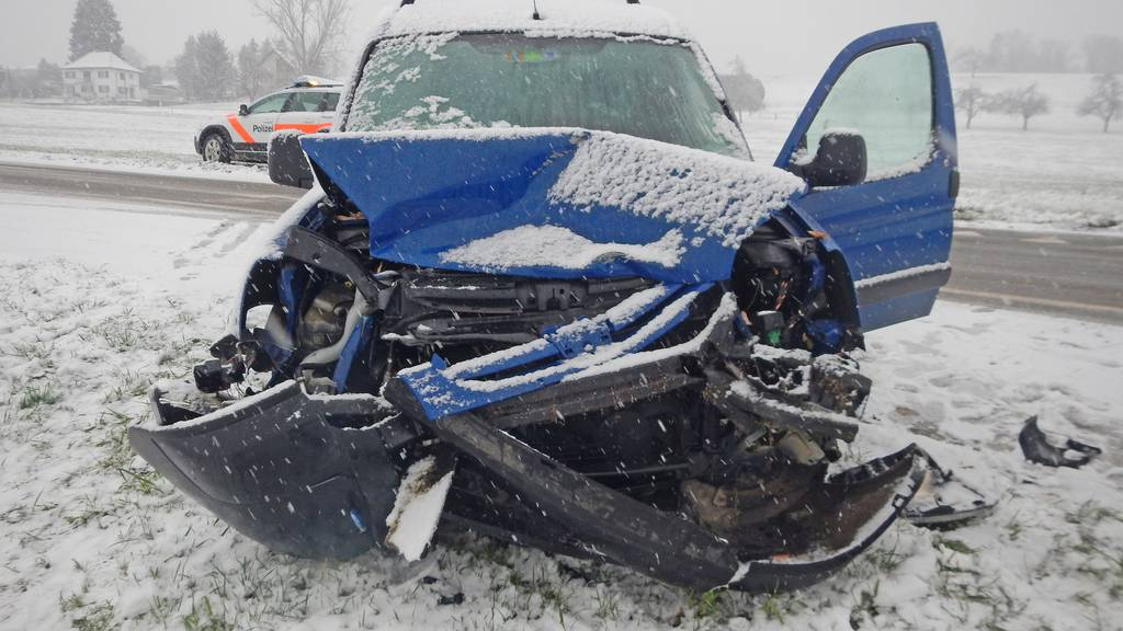 Schneechaos führt zu Unfällen und Staus