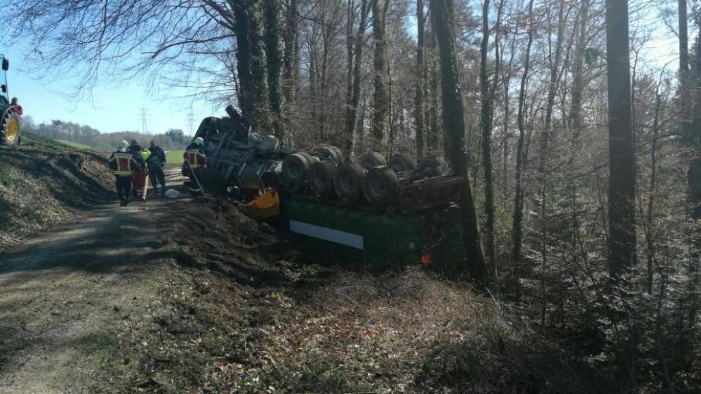 Lastwagen mit 25 Kubikmeter Gülle gekippt