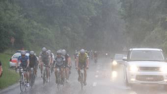 Die Rennvelofahrer litten am Sonntag unter dem strömenden Regen
