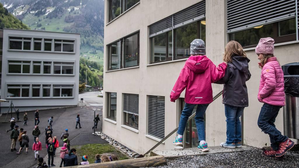Die Nidwaldner Volksschulen verlängern ihre Schulferien um drei Tage.