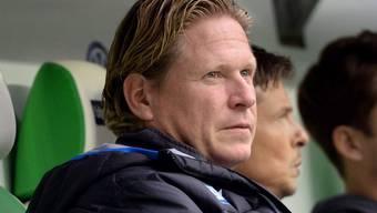Skeptischer Blick bei Hoffenheims Trainer Markus Gisdol - er muss um seinen Job bangen