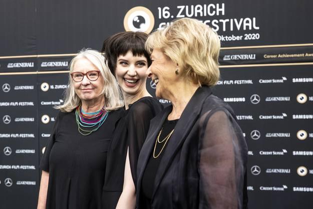 Steffi Friis zusammen mit Suly Roethlisberger und Heidi Diggelmann.
