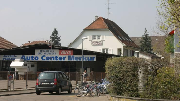 Die Coop Mineralöl AG will auf dem Gelände des Auto Center Merkur eine Tankstelle mit  Pronto-Shop erstellen. Die Anwohnerinnen und Anwohner wehren sich