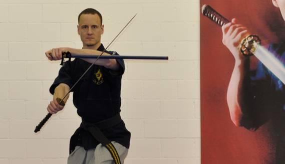Ralf Sommerfeld in seiner Schwertkampf Schule in Dietikon