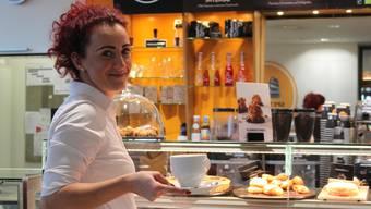 Sie ist mit vielen Gästen per Du und wird bereits von vielen Kunden bereits beim Eintreten begrüsst.