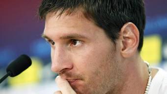 Obwohl sein Vater Jorge ihn von dem Vorwurf der Steuerhinterziehung entlastet, muss Lionel Messi sich vor Gericht verantworten (Archiv).