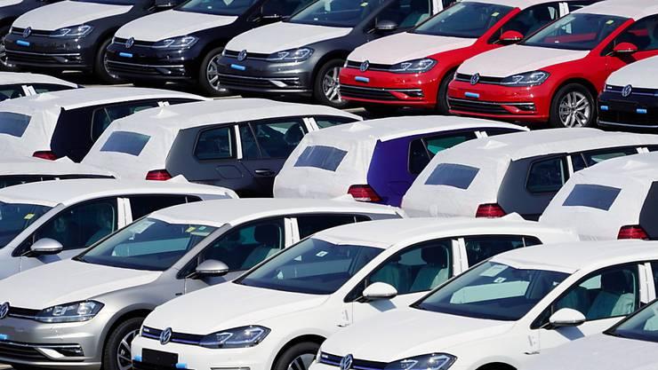Angesichts der Ausbreitung des Coronavirus und der damit verbundenen Nachfragerückgänge und Produktionsausfälle blickt der VW-Konzern etwas bange in die Zukunft. (Archivbild)