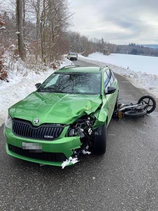 Lengnau AG, 19. Januar: Ein Kleinmotorrad und ein Auto stiessen frontal zusammen. Ein Rettungshelikopter flog den Motorradfahrer verletzt ins Spital.