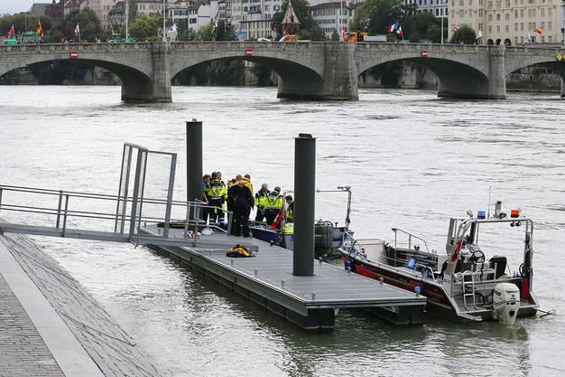 Trotz dem sofortigen Einsatz sämtlicher Rettungskräfte wird noch eine Person vermisst.