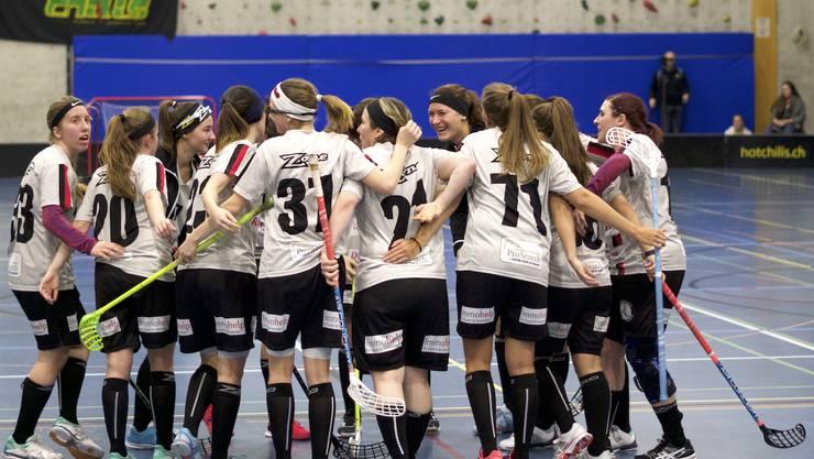Die Damen NLB jubelt über einen Treffer im ersten Viertelfinal Playoff-Spiel.