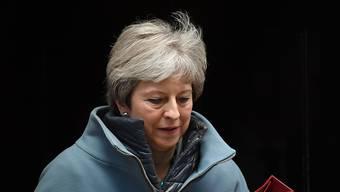 Wieder eine Demütigung für Theresa May und wieder keine Klarheit: Auf der Suche nach einem Plan B für den Brexit haben sich die Abgeordneten im britischen Unterhaus mehr Einfluss verschafft.
