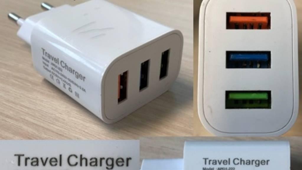 Bei diesem USB-Reise-Ladegerät besteht die Gefahr eines Stromschlags.