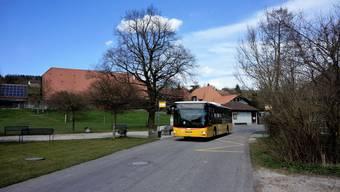 Der Postbus unterwegs im Bucheggberg.