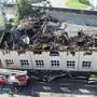 In Bäch im Kanton Schwyz ist ein Fabrikgebäude durch einen Brand stark beschädigt worden.
