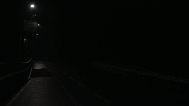Hier geht gleich das Licht an – so funktioniert eine «wandernde» Strassenbeleuchtung