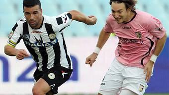 Udineses Torgarant: Antonio Di Natale (links)