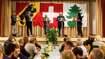 Podiumsdiskussion mit von links Adrian Spahr, Werner Salzmann, Gesprächsleiter Hans-Ueli Aebi, Hans Stöckli und Angela Kummer.