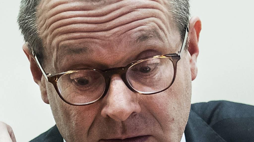 ARCHIV - Hans Kluge, Chef der Weltgesundheitsorganisation (WHO) Region Europa, sitzt bei einem Gipfeltreffen zum Coronavirus mit Vertretern der Europäischen Union und der WHO (Foto vom 26.02.2020). Kluge rechnet in der Europa-Region mit 236.000 Todesfällen durch Covid-19 von Ende August bis zum 1. Dezember. Foto: Roberto Monaldo/LaPresse via ZUMA Press/dpa