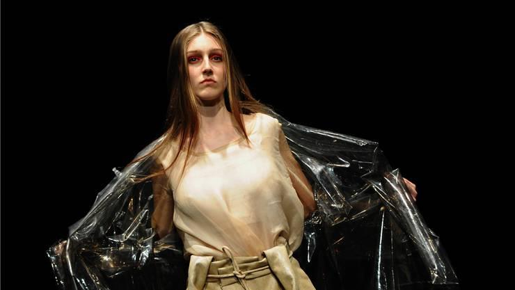 Die Modeschau zeigt Abschlussarbeiten vom Institut für Mode-Design Basel.