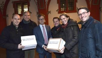 Auf der Suche nach neuen Rezepten: Die SVP-Politiker Joël Thüring, Lorenz Nägelin und Sebastian Frehner zusammen mit LDP-Präsidentin Patricia von Falkenstein (von links nach rechts, mit Vizestaatsschreiber Marco Greiner in der Mitte).