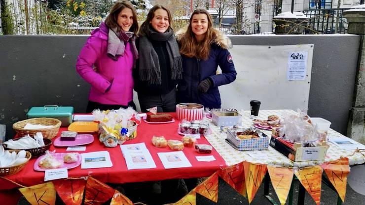 Daniela Deuber (links) zusammen mit Sophie Werthmüller (Mitte) und Franca Foppa beim frostigen Einsatz.