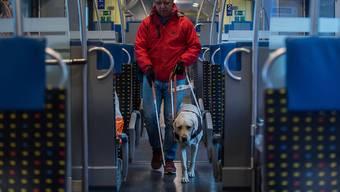 Ab kommendem Jahr wird der Invaliditätsgrad von IV-Rentnerinnen und -Rentnern mit Teilpensum neu berechnet. Dadurch erhalten viele eine höhere Rente. (Symbolbild)