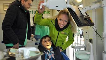 Eine mobile Zahnklinik für Flüchtlinge - mit Marit Neukomm im Flüchtlingslager Preševo in Serbien