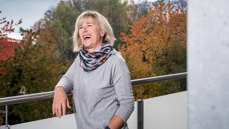 Lisa Hunkeler auf dem Balkon ihrer Wohnung in Meggen.