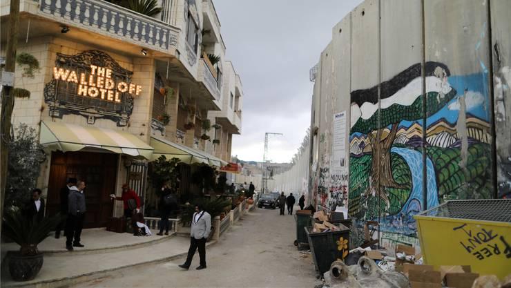 An der israelischen Grenzmauer: das Walled Off Hotel des Strassenkünstlers Banksy in Bethlehem.