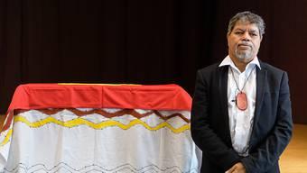 Holt den geraubten Leichnam eines Vorfahren nach Australien zurück: Der Stammesälteste Gudju Gudju Fourmile bei der Übergabezeremonie in München.