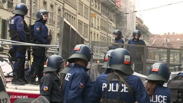 Krawalle verletzen Polizisten