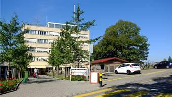 Östlich (auf dem Foto rechts) vom «Sonnenberg» soll der Neubau entstehen. rap